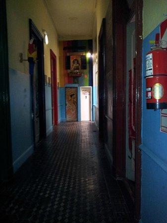 Ayres Portenos Tango Suites: Corredor de quartos