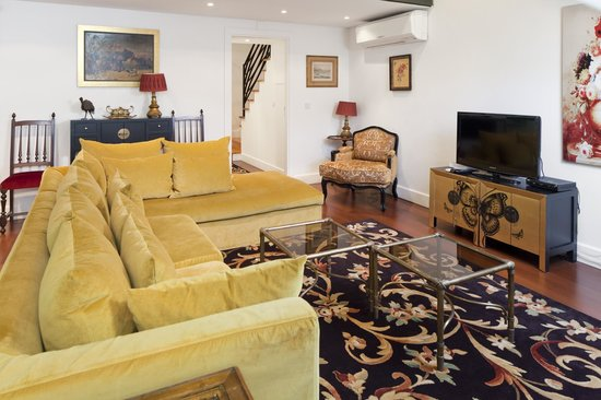 Lisbon Rentals Chiado: Living Room