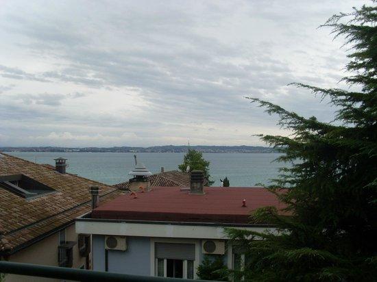 Hotel Broglia: Vista lago