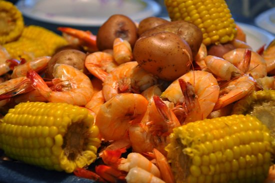 Island Time Bar & Grill: Low Country Boil and Snow Crab Platters