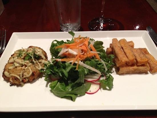 Wild Mango Restaurant and Bar: crab cake with arugula salad and sweet potatoe fries