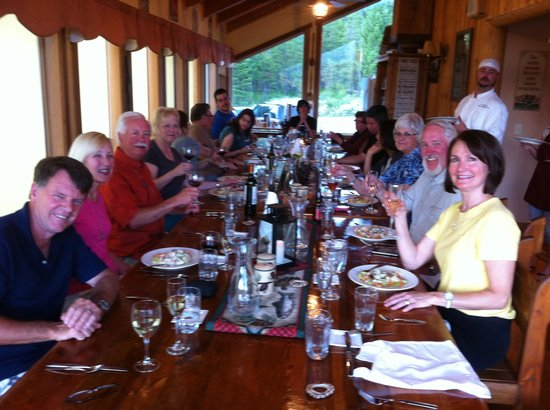 The Great Bear Inn: The wonderful friends we made each evening at dinner!