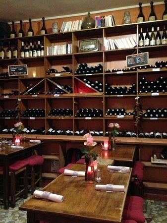 Les Caves Angevines: Mur des vins