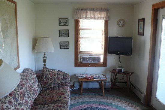Bass Harbor Cottages and Country Inn: Boat House Cottage Interior