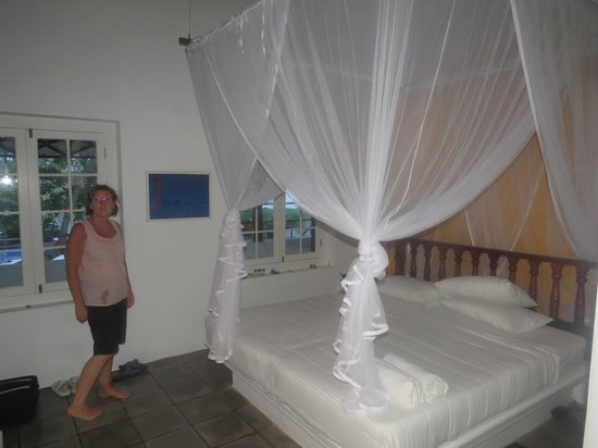 Club Villa: Bedroom with mosquito net