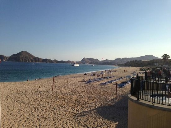 Hotel Riu Palace Cabo San Lucas: Great view from the pool of the beach looking to Arch