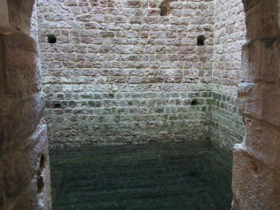 Mittelalterlicher Judenhof: Steep bath Mikweh Speyer