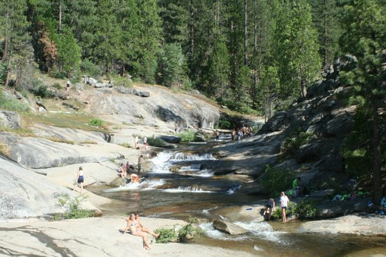 Hume Lake Campgrounds: Natural rock slide area by Sandy Cove