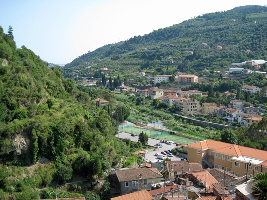 Dolceacqua, Italy: View downriver from castle