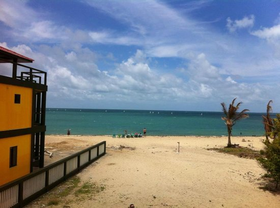 Mirasol Beach Apartment: View from house balcony on a beautiful sunny beach day