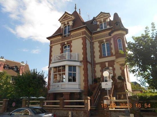 La Maison d'Emilie : L'extérieur