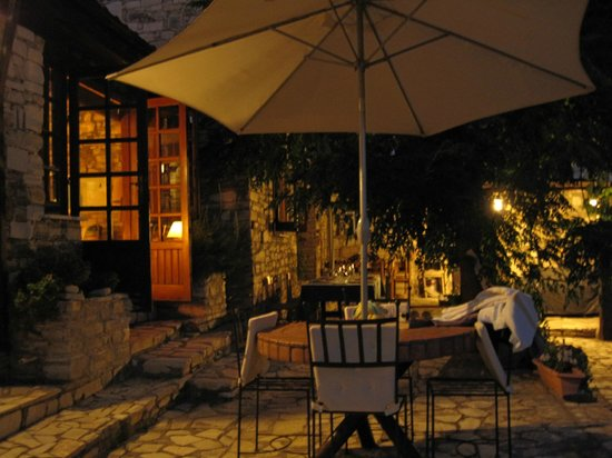 Anna Villa Cyprus Bed and Breakfast: Shema in the evening