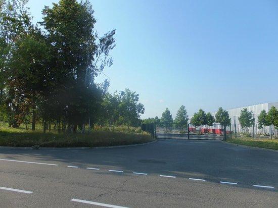 Ibis Villepinte Parc Expos: Vue à la sortie de l'hôtel sur parc expo