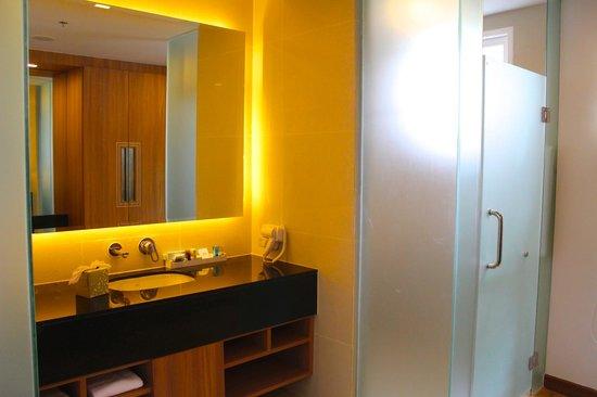 Novotel Phuket Kamala Beach: Bathroom