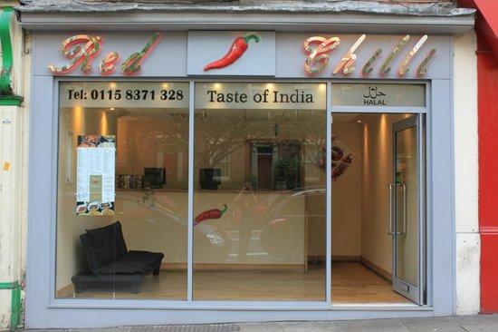 Igloo Backpackers Hostel: TAKE AWAY - CHILLI Taste of India - Ved siden af hoveddøren. Man får 20% på køb ved at vise nøgl