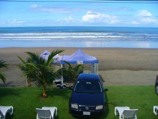 Hotel Nine: Playa frente al hotel
