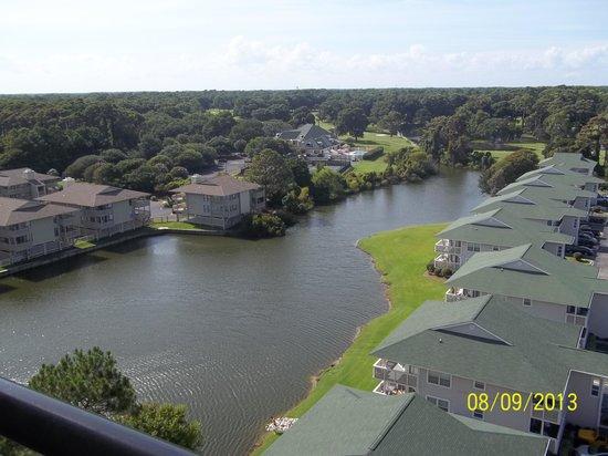 Tilghman Beach & Golf Resort: Balcony view of golf course.