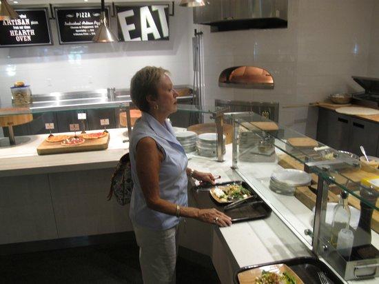 Elk Camp Cafe: Gourmet Pizzas, Baquette Sandwiches & Salad Bar