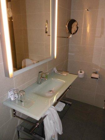 Maisonnave Hotel: bagno grande e pulito