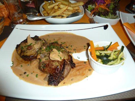 Turckheim, Prancis: Filet de boeuf supertierno y la salsa para mojar!!!