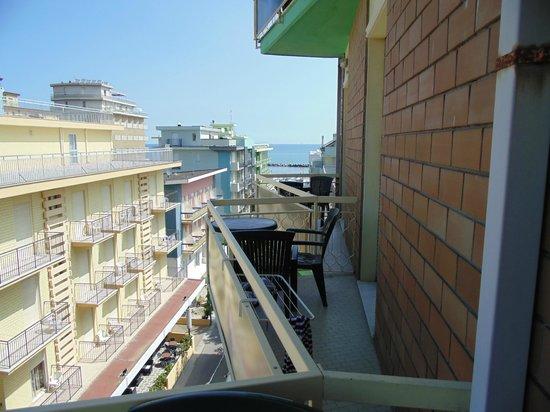 Hotel Residence & Suite : Вид из номера на Адриатику
