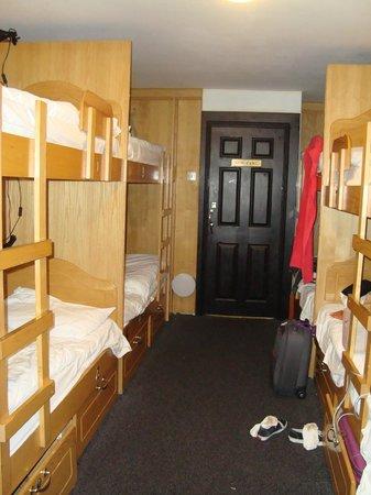 """Globetrotters Tourist Hostel : El unico espacio """"libre"""" para poder dejar las maletas..."""