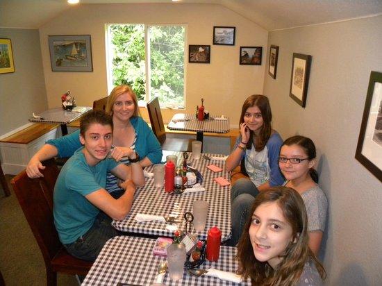 Nelscott Cafe: Our family waiting for breakfast