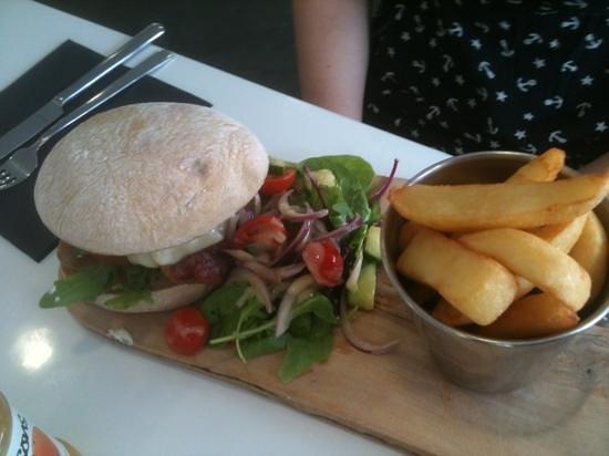 Farmers Fayre Farm Shop: specialist burger - very tasty!