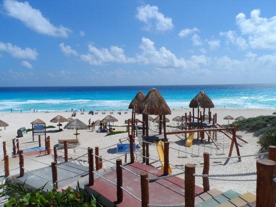 Playa Delfines : Azul mais lindo que o céu!!