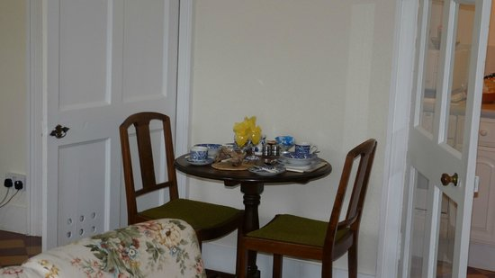 Stravithie Castle: Our breakfast table. There is a small kitchen also with fridge/microwave/kettle etc.