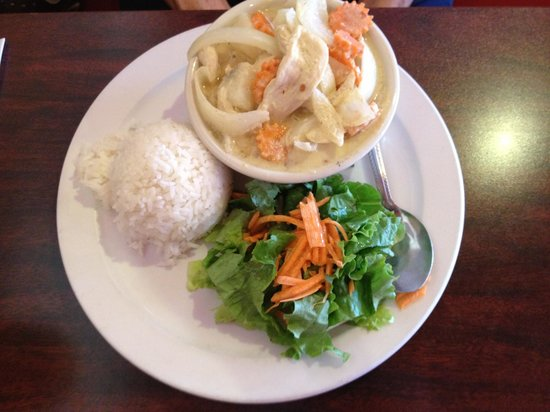 Dara Thai: Yellow Curry Lunch Special
