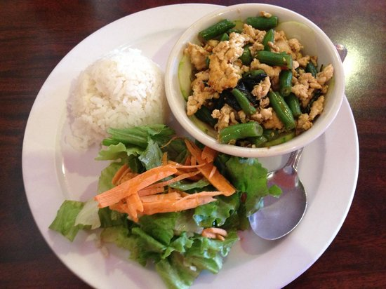 Dara Thai: Thai Basil Lunch Special