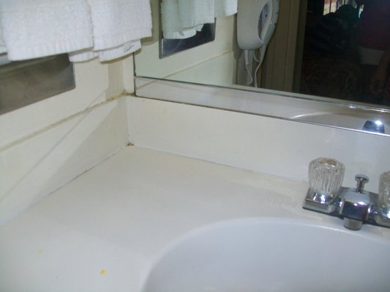 Days Inn Bradenton - Near the Gulf: no soap or shampoo