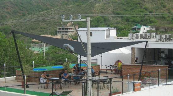 Hotel Kikuxtah : Restaurante en la terraza.