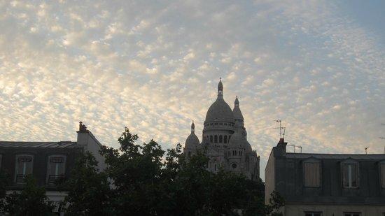 Avenir Hotel: Uitzicht vanuit kamer op de Sacre Coeur