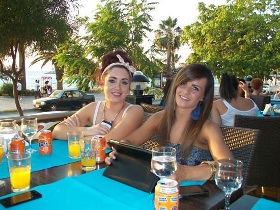 Marvista Restaurant: drinks in the sunset