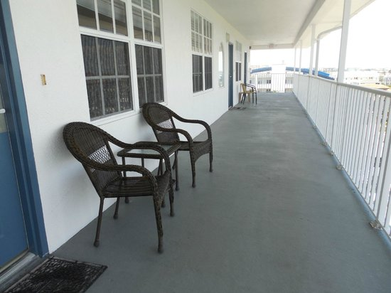Dockside Condos: Shared balcony, all have similar furniture