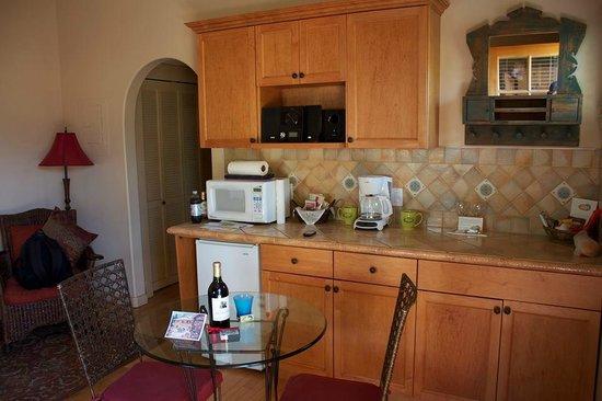 Room 105 kitchenette - love the arch doorway!