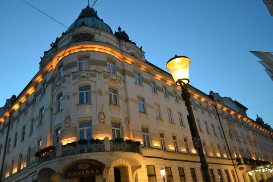Grand Hotel Union: Exterior of hotel at dusk