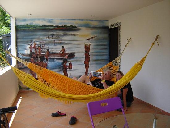 Hotel Kikuxtah : Hamacas en el segundo piso.