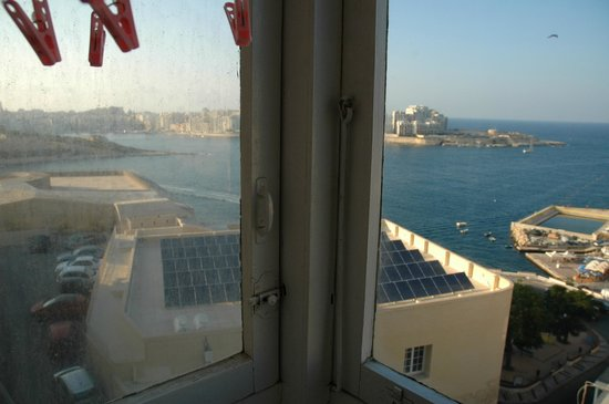 Palazzo Sant Ursula : Clean and dirty windows in the sea view apartment
