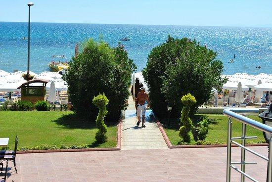 Hotel Side Bella Luna: Der Weg zum Strand