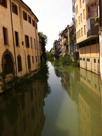 Cattedrale di Santa Maria Assunta con il suo Battistero : River in Padova