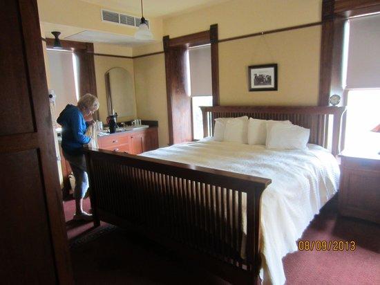 Midland Railroad Hotel : king room