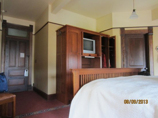 Midland Railroad Hotel : angle to the tv