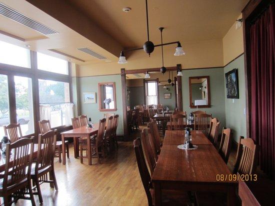 Midland Railroad Hotel : dining room
