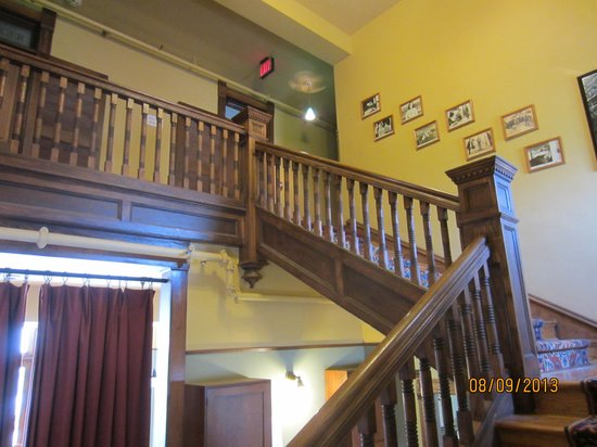 Midland Railroad Hotel : staircase to second floor (elevator available)
