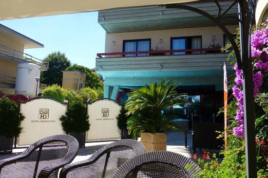 Hotel Desenzano: In the shady seats