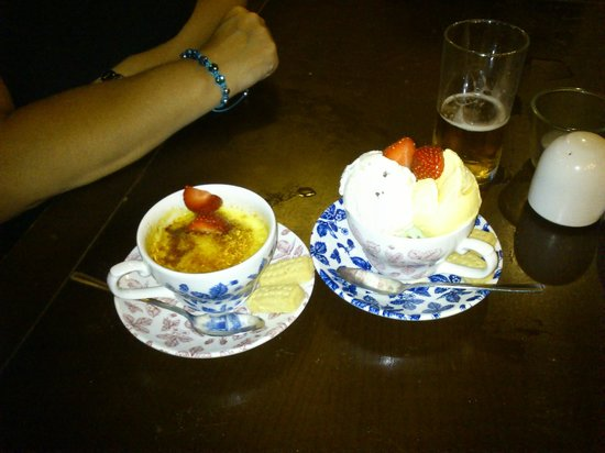 Smiths Arms: Creme Brulee and mixed ice - cream