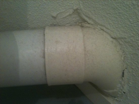 ESTIVEL - Résidence Le Domaine des Sables : Dirt on a tube in the bathroom